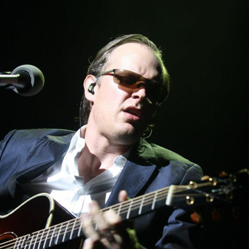 myRockworld concert review - Joe Bonamassa live in munich at the small Olympiahall 12.3.2013 After watching Joe Bonamassa 4 times in the last 2 years, i was surprised how tight the band now is.